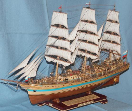 Модель парусного корабля `Мир`. Рангоут.