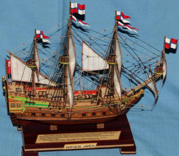 Модель российского военного корабля Орёл. Флаги